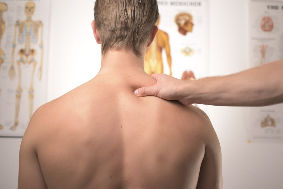 Image of man with neck pain - Tracy Chiropractic
